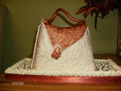 a purse for dee cake