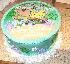 piped border on spongebob cake