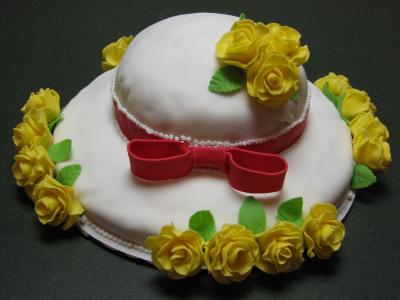 mom's yellow roses hat cake