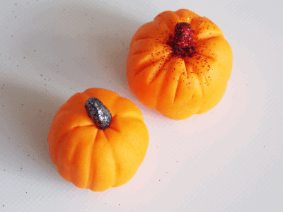 fondant pumpkins with glitter
