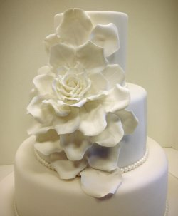 large rose wedding cake