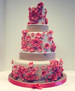 red rose and lattice cake