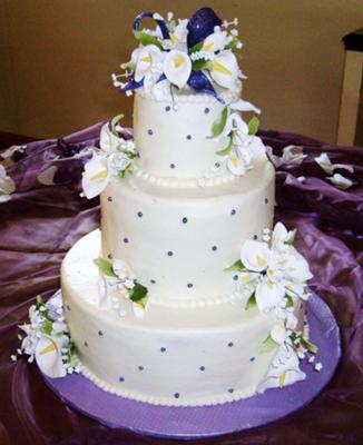 purple pearls lily wedding cake