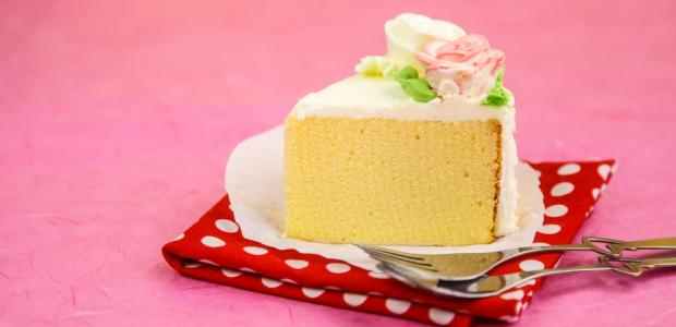 yellow cake with white frosting